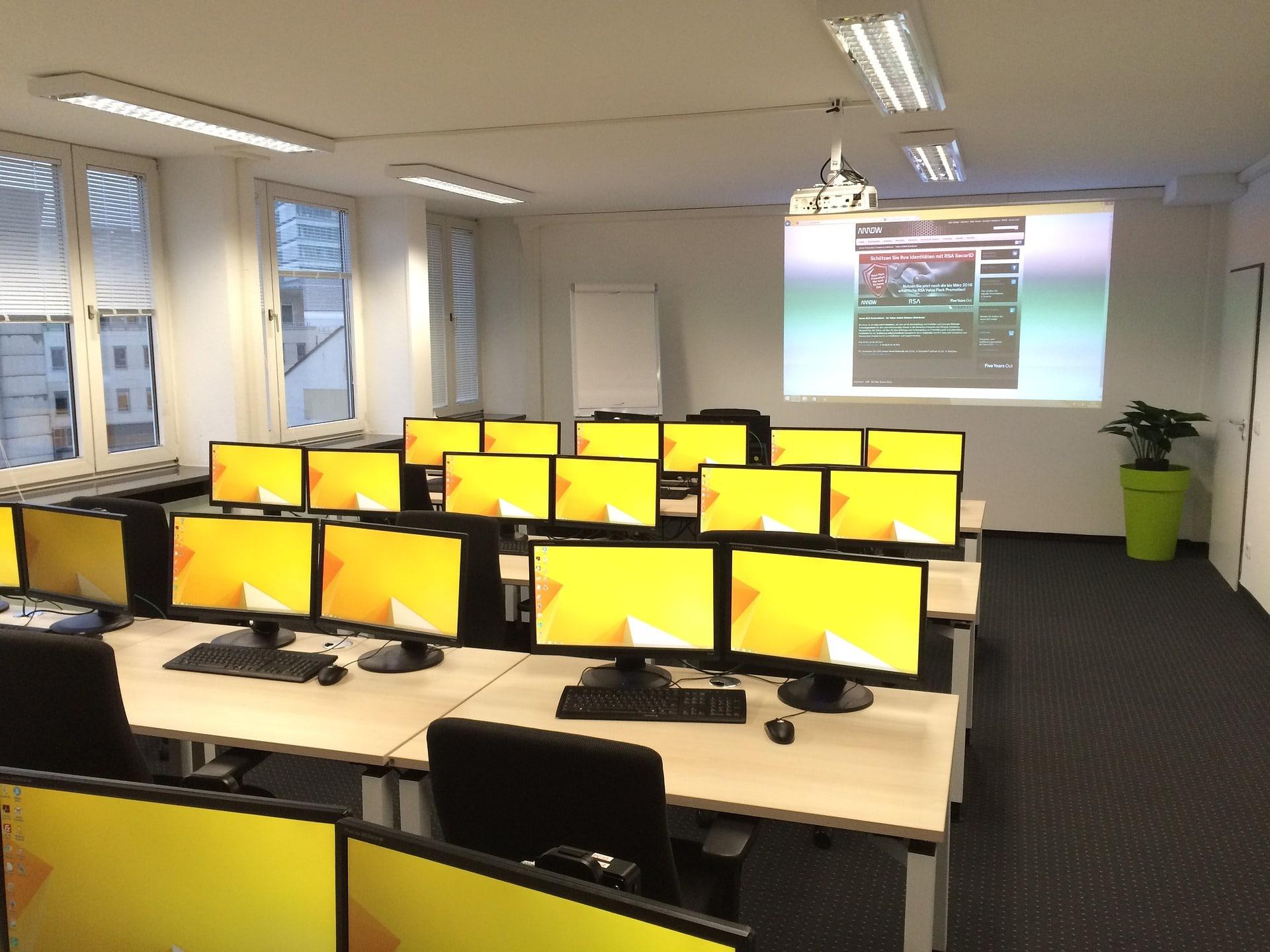 classroom-1167525_1920